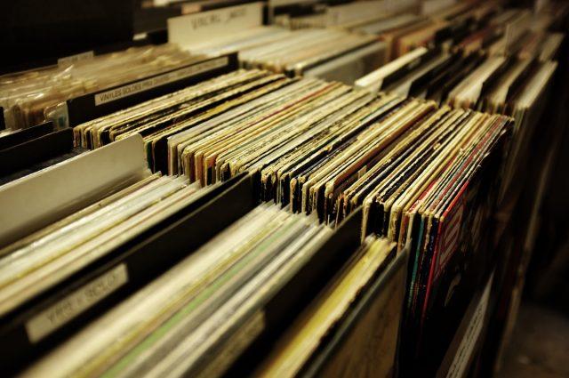 vinyls techno music