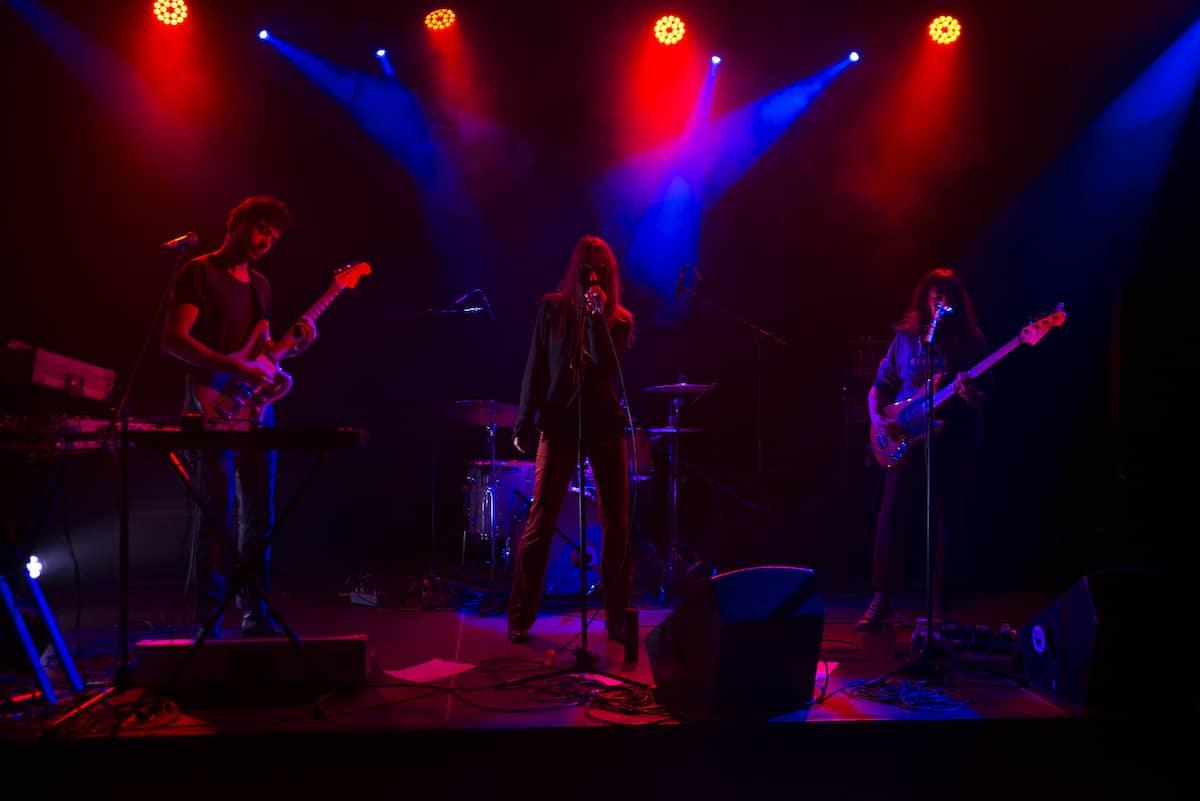 S O R O R dévoile un nouveau titre intitulé « New Born » enregistré live au Brass à Bruxelles.